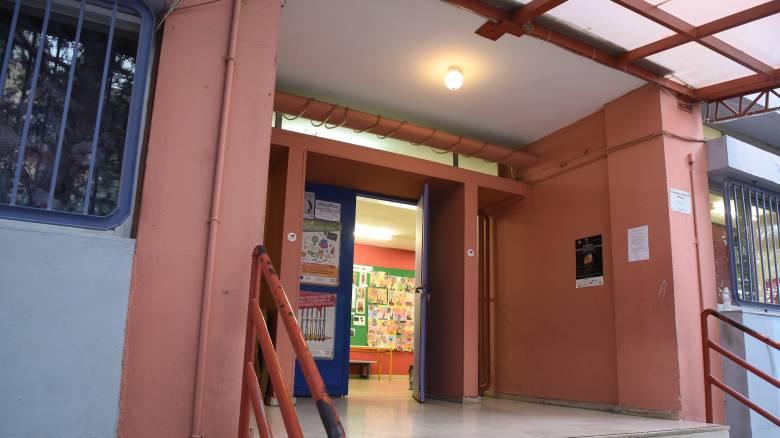 Άρση μέτρων: Τα δύο σενάρια για το άνοιγμα των δημοτικών σχολείων