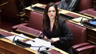 Αχτσιόγλου: Η μη παρέμβαση στην αγορά εργασίας συνιστά συνειδητή πολιτική της κυβέρνησης