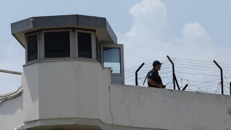 Μετέφεραν νεκρό στις φυλακές Τρικάλων για να τον αποχαιρετήσει ο κρατούμενος πατέρας του