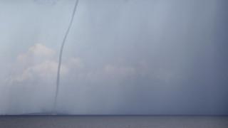 ΗΠΑ: Εντυπωσιακός υδροστρόβιλος σε λίμνη του Τέξας