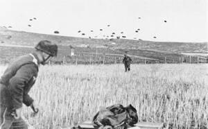1941, Μάχη της Κρήτης Eπιχείρηση κατάληψης της Κρήτης από τους Γερμανούς κατά τον Β' Παγκόσμιο Πόλεμο