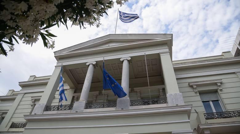 Υπουργείο Εξωτερικών: Καταδικάζουμε κάθε ενέργεια προσβολής εθνικού συμβόλου
