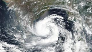 Έντονες βροχές σε Ινδία και Μπαγκλαντές εν αναμονή του σούπερ κυκλώνα Αμφάν