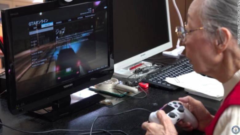Ιαπωνία: 90χρονη YouTuber μπήκε στο ρεκόρ Γκίνες παίζοντας βιντεοπαιχνίδια