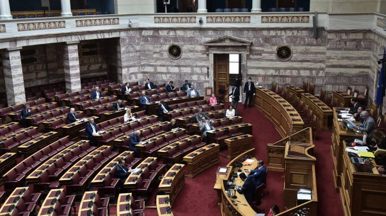 Σε εξέλιξη στη Βουλή η ψηφοφορία για τον Δημήτρη Παπαγγελόπουλο