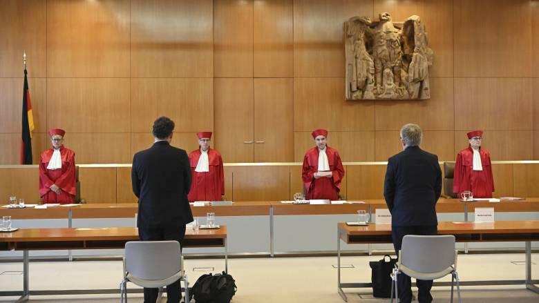 Το Γερμανικό Συνταγματικό Δικαστήριο ως μαμή της Ιστορίας