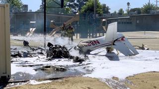 Καλιφόρνια: Μικρό αεροσκάφος συνετρίβη σε αυλή σχολείου στη Σάντα Μπάρμπαρα - Νεκρός ο πιλότος