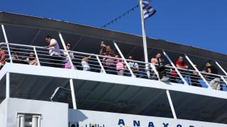 Κορωνοϊός: «Καμπανάκι» Τσιόδρα για μπαρ, πλοία, θέρετρα - «Κομβικά σημεία στη διασπορά του ιού»