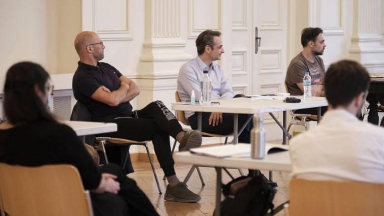 Ο Μητσοτάκης στο Εθνικό Θέατρο: Δεν θα αφήσουμε τους ανθρώπους της τέχνης