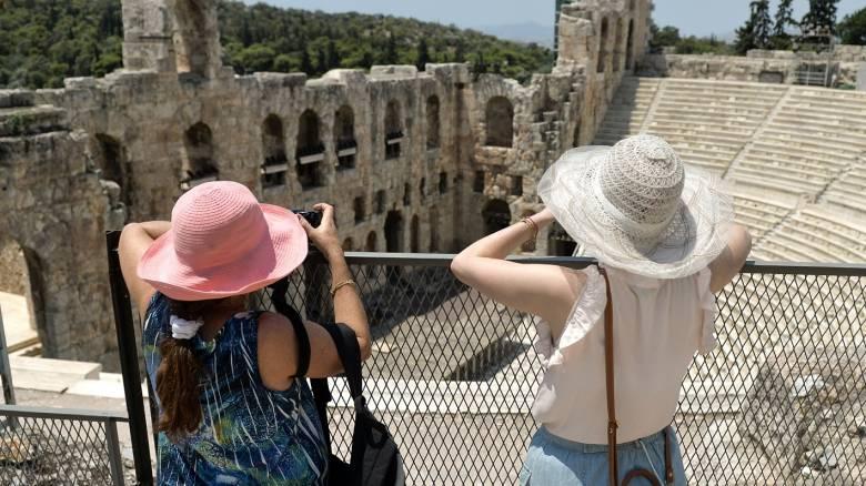 Διχάζουν τα μέτρα για την εργασία – Στον τουρισμό εναποθέτει τις ελπίδες της η κυβέρνηση