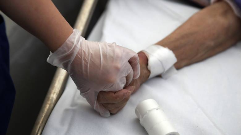 Κορωνοϊός: Ποιοι είναι πιο ευάλωτοι στον ιό στην Ελλάδα;