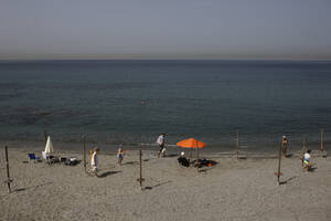 Δήμος Σαρωνικού, Μαύρο Λιθάρι/Eden Beach