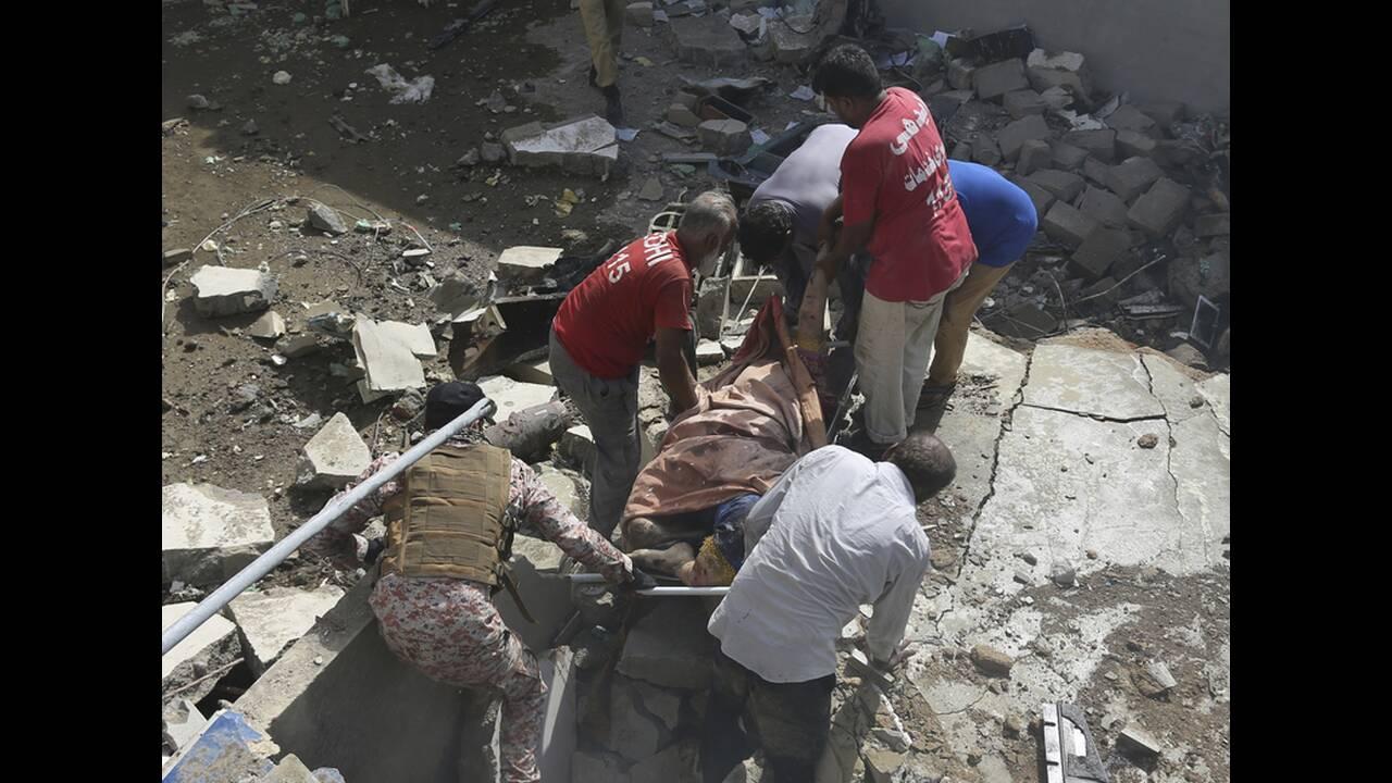 https://cdn.cnngreece.gr/media/news/2020/05/22/220358/photos/snapshot/aeroporiki-tragodia-pakistan.jpg