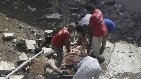 Πακιστάν: Συγκλονιστικές εικόνες από το σημείο συντριβής του αεροσκάφους