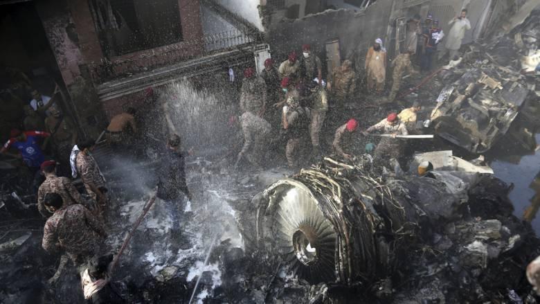 Τραγωδία στο Πακιστάν: Βίντεο - ντοκουμέντο από τη στιγμή της συντριβής