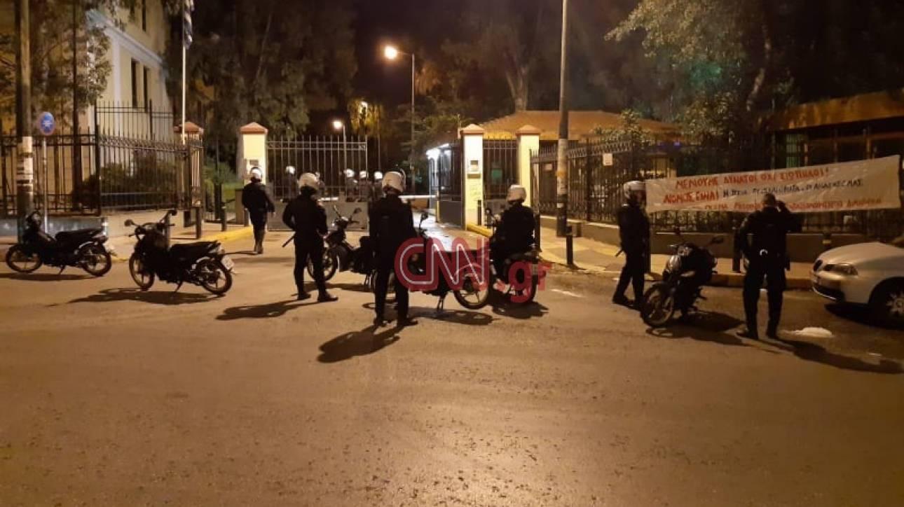 Άγνωστοι πυρπόλησαν οχήματα στην Ευελπίδων