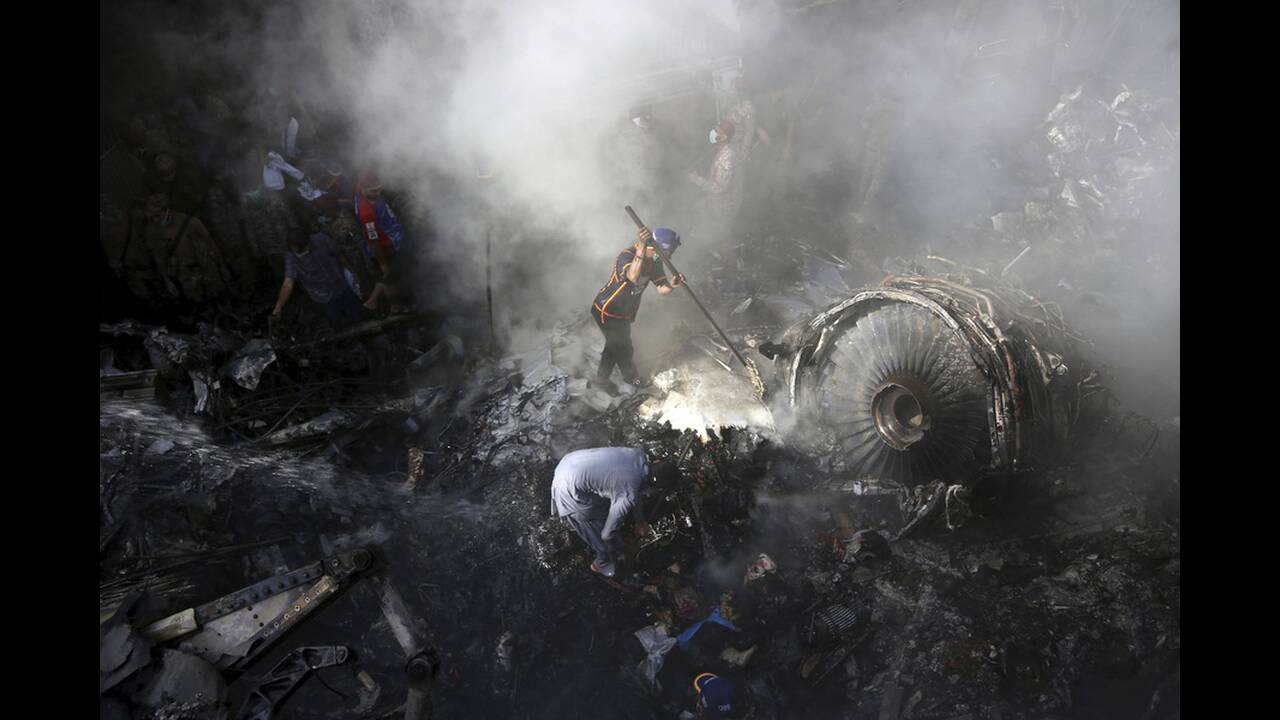 https://cdn.cnngreece.gr/media/news/2020/05/23/220482/photos/snapshot/pakistan-sintrivi-aeroplanou-3.jpg