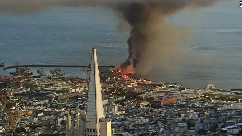 ΗΠΑ: Μεγάλη φωτιά σε προβλήτα στο Σαν Φρανσίσκο – Μάχη δίνουν 150 πυροσβέστες