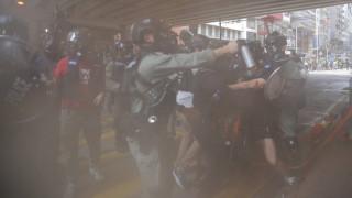 Χονγκ Κονγκ: Οι αντικυβερνητικές διαδηλώσεις για τον σαρωτικό νόμο «πνίγηκαν» στα δακρυγόνα