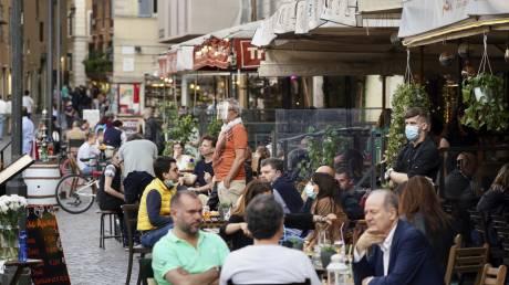 Κορωνοϊός - Ιταλία: Μείωση καταγράφουν κρούσματα και θάνατοι