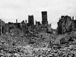 1947, Καέν, Γαλλία Η πόλη της Καέν, στη Νορμανδία κείται ακόμα σε ερείπια, τρία χρόνια μετά την απελευθέρωσή της από τις συμμαχικές δυνάμεις που πραγματοποίησαν απόβαση στην περιοχή.