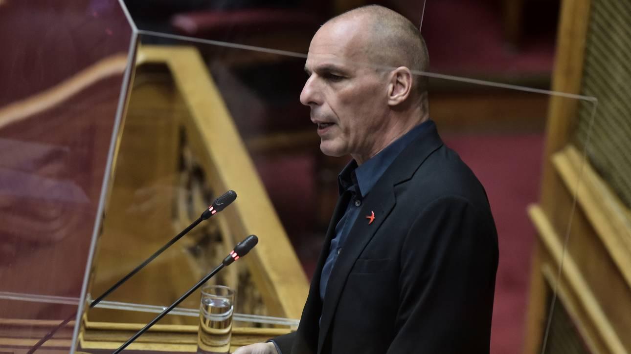 Βαρουφάκης στο CNN Greece: Η ύφεση μπορεί να φτάσει στο 15%