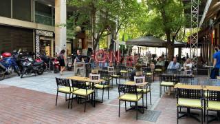 Επιστροφή στην κανονικότητα: Οι Αθηναίοι έσπευσαν για τον πρώτο καφέ μετά την καραντίνα