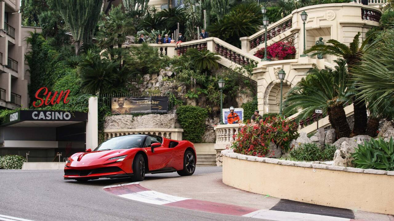 https://cdn.cnngreece.gr/media/news/2020/05/25/220689/photos/snapshot/FERRARI-LECLERC-LELOUCH-MONACO-3.jpg