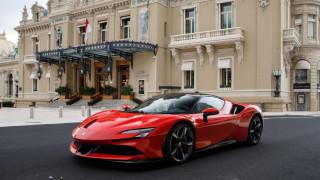 O Leclerc γύριζε στο Μονακό με μια Ferrari SF90 Stradale για το remake του θρυλικού «Ραντεβού»