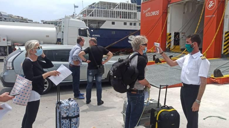 Ρεπορτάζ CNN Greece στο λιμάνι του Πειραιά: Μεγάλη κίνηση για το πρώτο πλοίο για Κυκλάδες