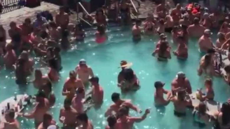 Μαγιό, κοκτέιλ και καθόλου αποστάσεις: Εκατοντάδες άτομα σε πάρτι σε πισίνα στις ΗΠΑ