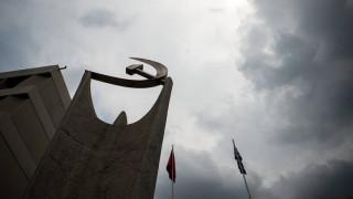 ΚΚΕ: Μητσοτάκης και Τσίπρας εξυπηρετούν τους λίγους και εξαπατούν τους πολλούς