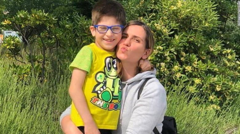 Ένα 6χρονο αγόρι νόσησε με το σπάνιο σύνδρομο τύπου Kawasaki - Η μητέρα του διηγείται