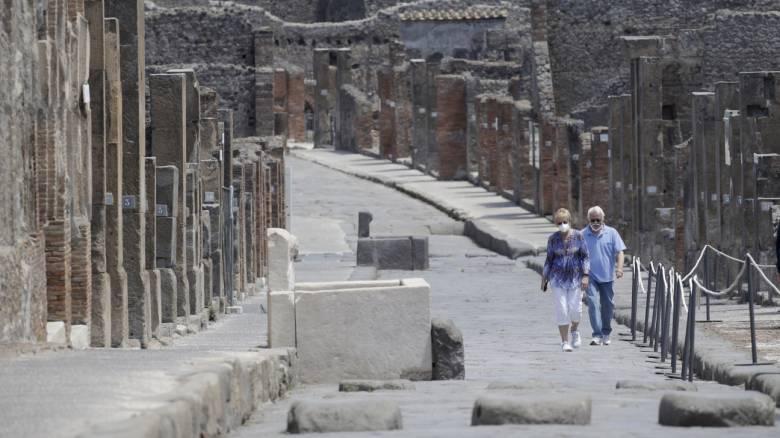 Κορωνοϊός: Πόσο πρόθυμοι είναι οι ξένοι τουρίστες να ξεκινήσουν εκ νέου τα ταξίδια;