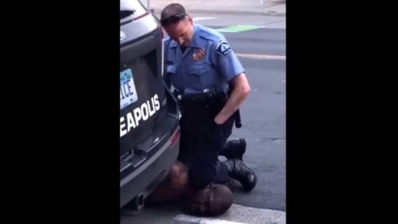 Σάλος στις ΗΠΑ: Φρικτός θάνατος μαύρου πολίτη στη Μινεσότα από λευκούς αστυνομικούς