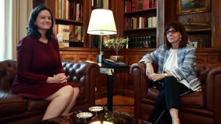 Προεδρικό Μέγαρο: Ενημέρωση Σακελλαροπούλου από Κεραμέως για την επαναλειτουργία των σχολείων