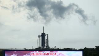 Αναβλήθηκε η ιστορική εκτόξευση της πρώτης επανδρωμένης αποστολής της SpaceX