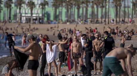 Η Ισπανία βρήκε λύση για τις παραλίες της: Κρατήσεις μέσω app