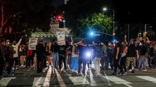 Μινεάπολη: Δεύτερη ημέρα ταραχών μετά τη σοκαριστική δολοφονία μαύρου πολίτη