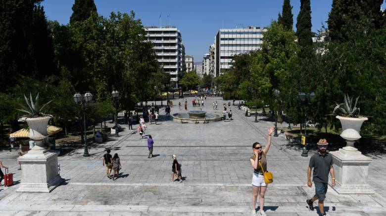 Handelsblatt: Η Ελλάδα χρειάζεται τουρίστες φέτος περισσότερο από κάθε άλλη χρονιά