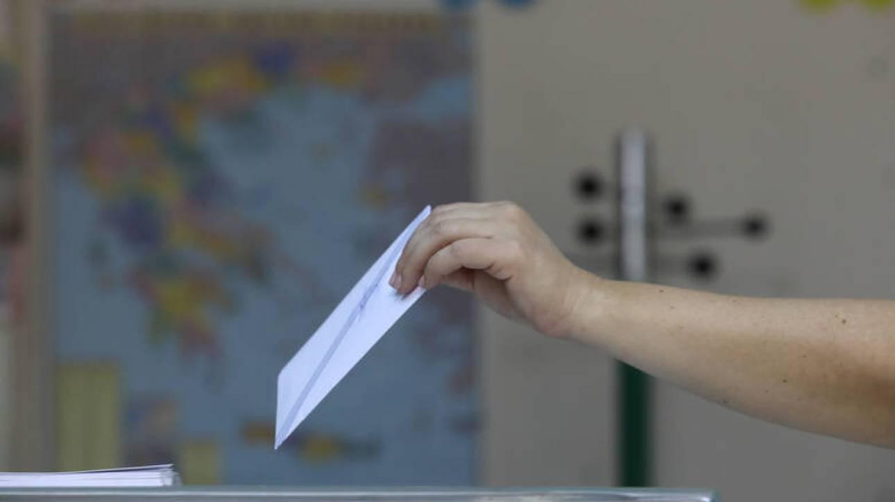 Δημοσκόπηση Metron Analysis: Πώς διαμορφώνεται η διαφορά ανάμεσα σε ΝΔ και ΣΥΡΙΖΑ