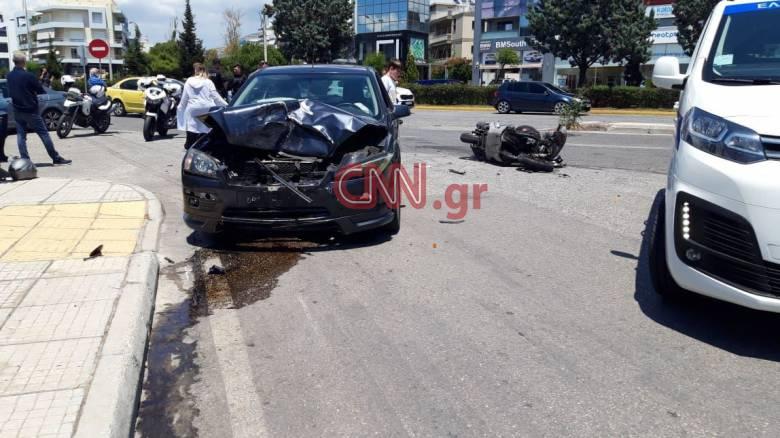 Τροχαίο στη Γλυφάδα: Τραυματίστηκε σοβαρά οδηγός μηχανής