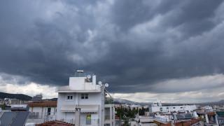 Βροχές και καταιγίδες στην Αττική - Πού είναι έντονα τα καιρικά φαινόμενα