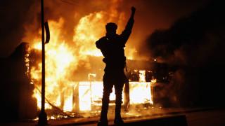 Οργή λαού στις ΗΠΑ: Διαδηλώσεις σε πολλές πόλεις και προσωρινό lockdown στον Λευκό Οίκο