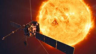 Το σκάφος Solar Orbiter... διασταυρώνεται με τις ουρές του κομήτη «Άτλας»