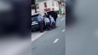 Τζορτζ Φλόιντ: Σοκάρει νέο βίντεο της δολοφονίας - Τρεις αστυνομικοί γονατισμένοι πάνω του
