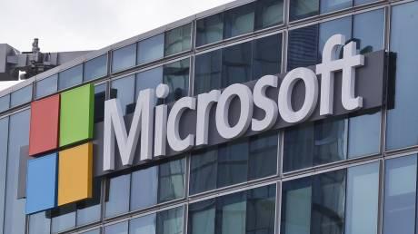 Αμφιλεγόμενη κίνηση από την Microsoft: Θα αντικαταστήσει δεκάδες δημοσιογράφους με ρομπότ