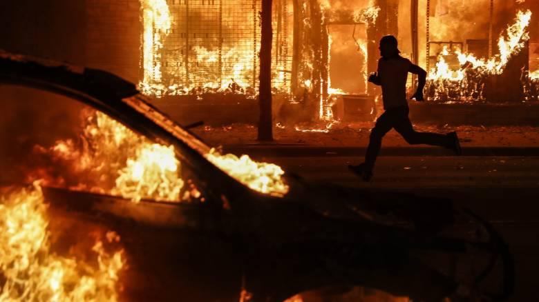 Δολοφονία Τζορτζ Φλόιντ: Ξέσπασμα οργής σε τουλάχιστον 30 πόλεις των ΗΠΑ