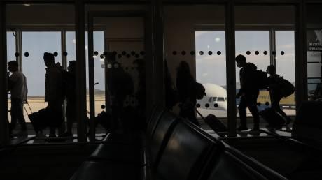 Διευκρινίσεις από το ΥΠΕΞ για τις πτήσεις του εξωτερικού: Τι ισχύει για τους επισκέπτες