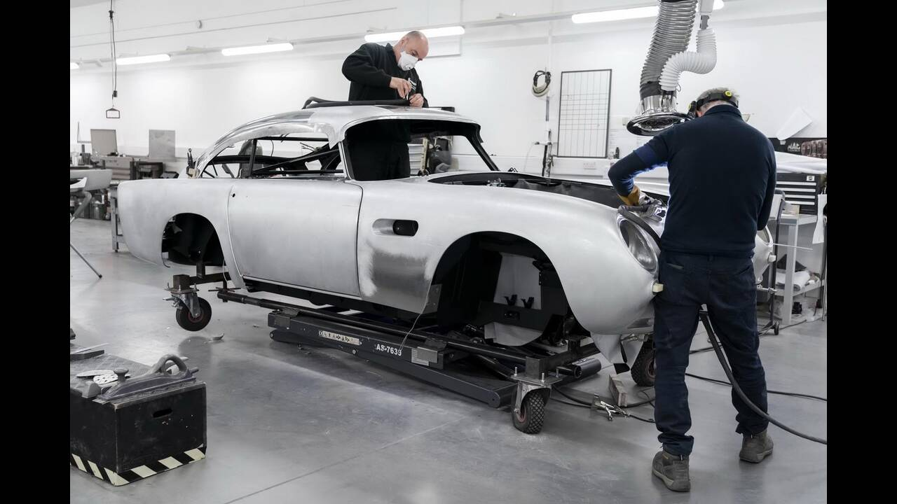 https://cdn.cnngreece.gr/media/news/2020/05/31/221444/photos/snapshot/ASTON-MARTIN-DB5-JAMES-BOND-1.jpg